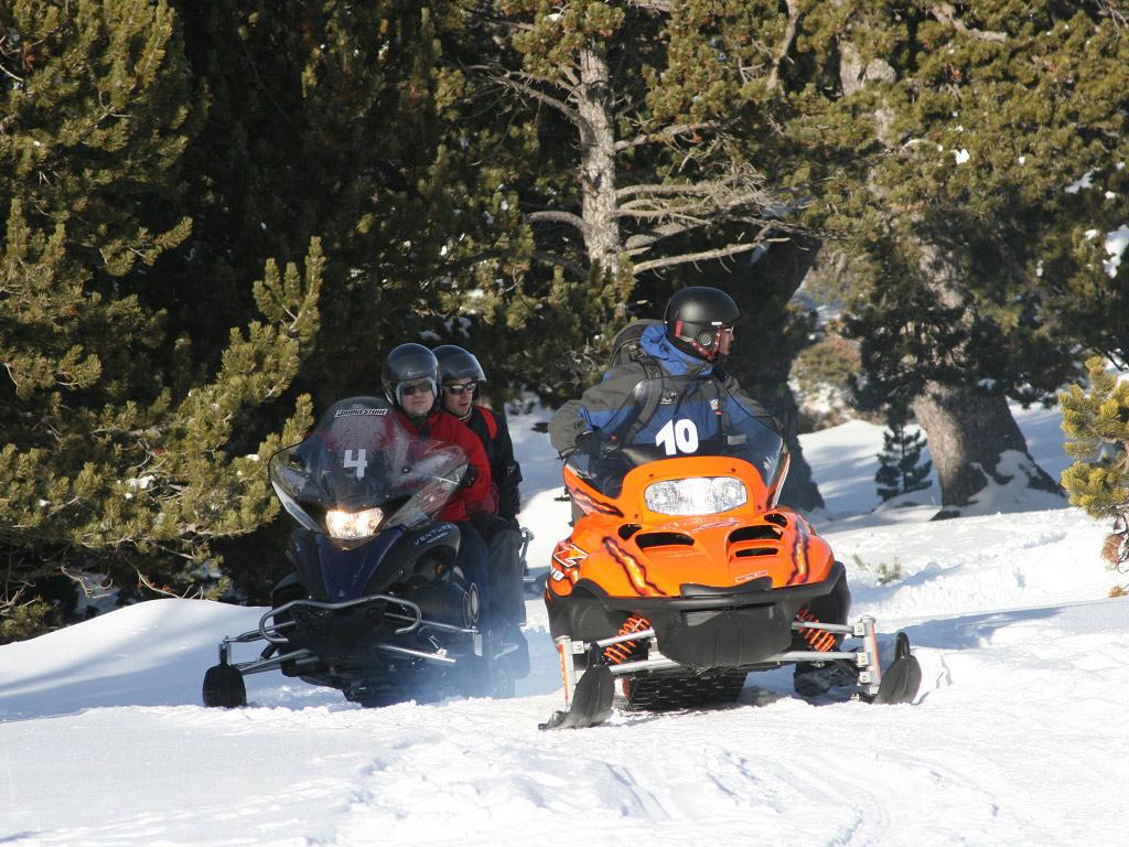 Andorra im Winter: Snowmobil fahren & Thermalquellen