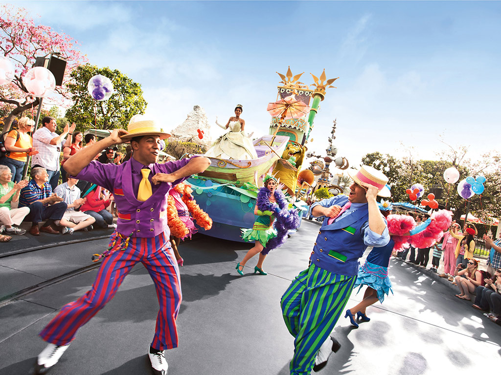 Desfile en eurodisney con bailarines