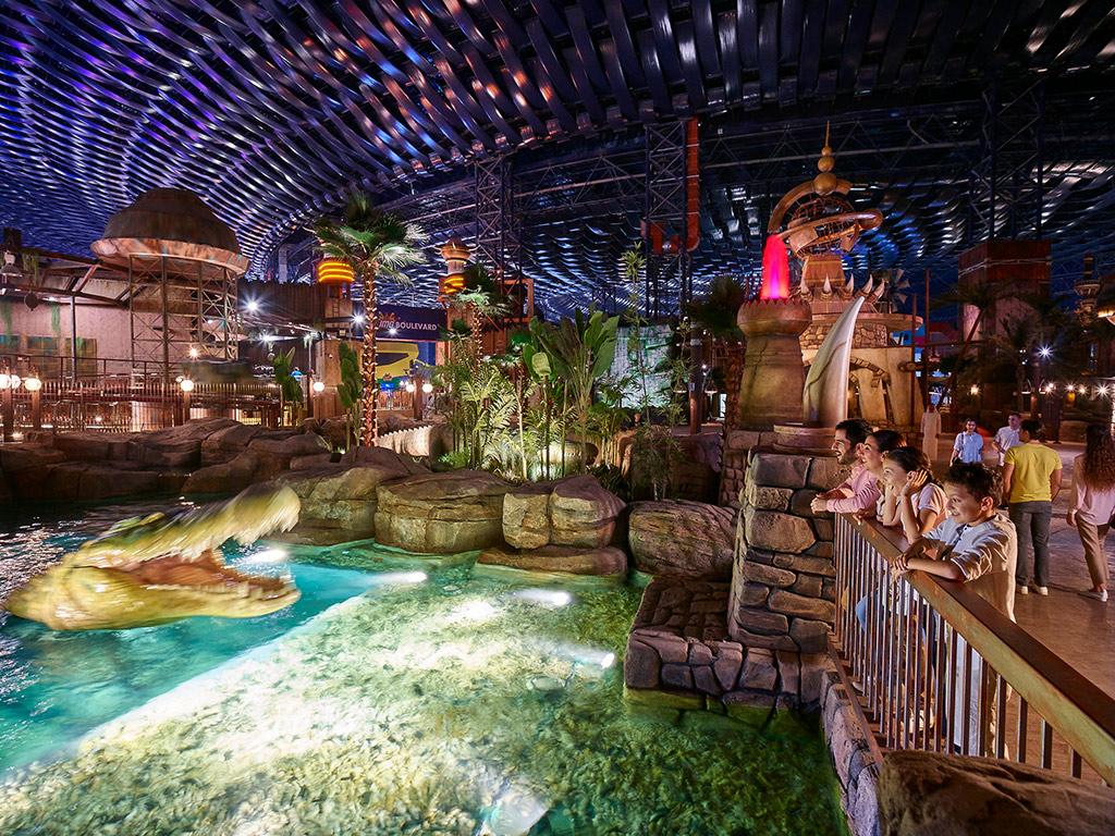 4 napos utazás Dubajba: 4 csillagos hotel, repülőjegy + IMG Worlds of Adventure belépő