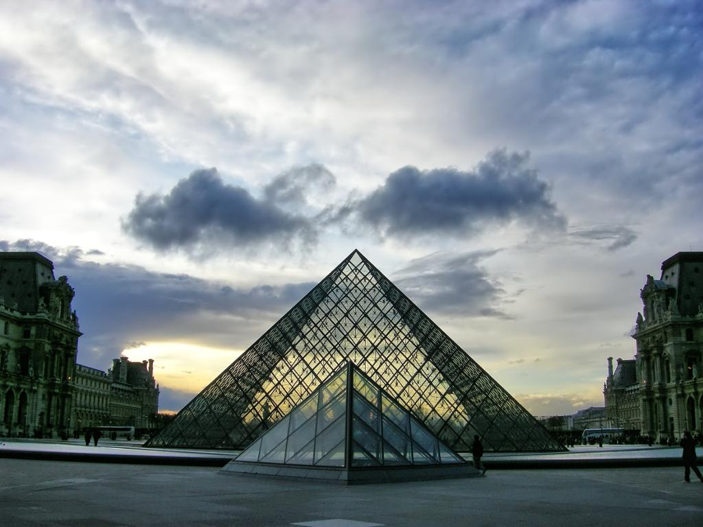 Louvre Museum Skip-the-Line with Digital Audio Guide and Seine River Cruise